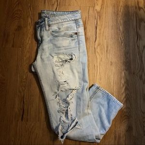 AMERICAN EAGLE| LIGHT WASH DESTROYED JEANS
